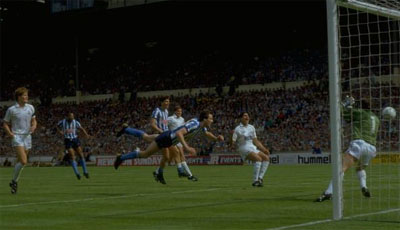 Keith Houchen scores for Coventry in the 1987 FA Cup final
