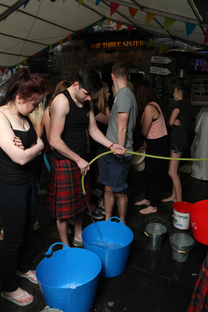 25 AUG Three sisters Ice Bucket challenge Resized-6645