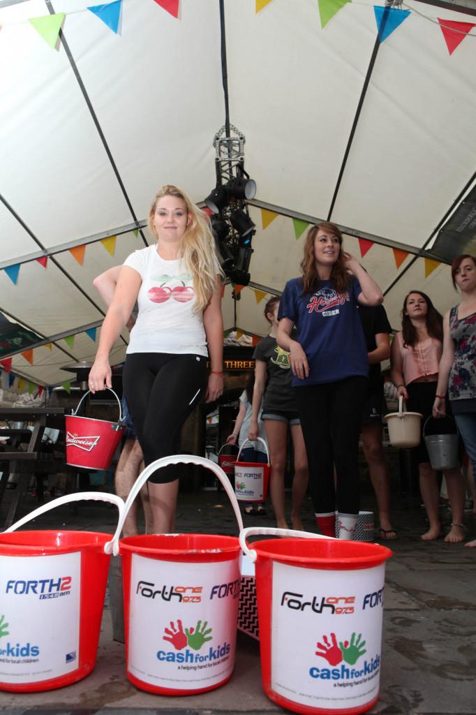 25 AUG Three sisters Ice Bucket challenge Resized-6659