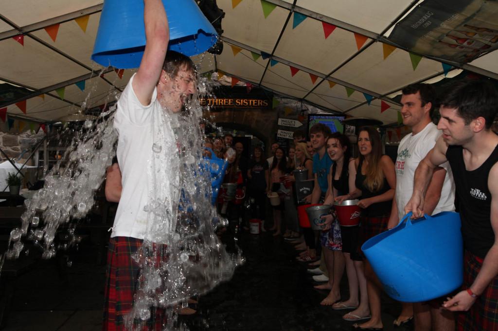 25 AUG Three sisters Ice Bucket challenge Resized-6670