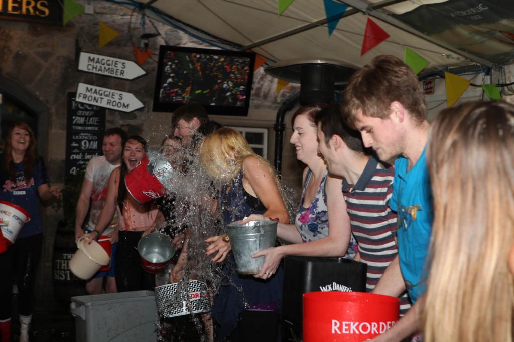 25 AUG Three sisters Ice Bucket challenge Resized-6687