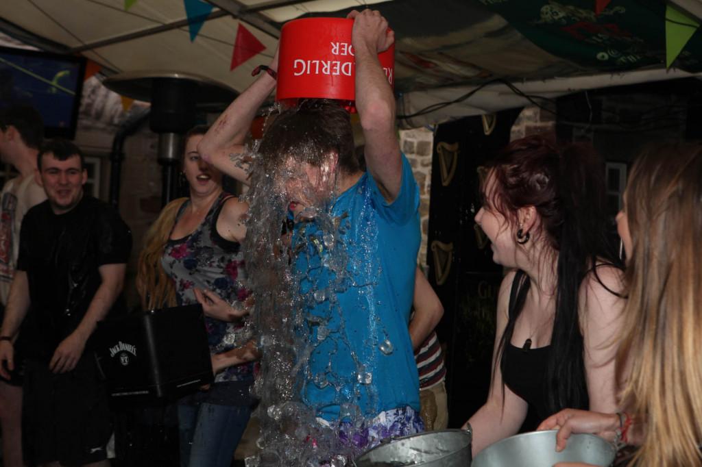 25 AUG Three sisters Ice Bucket challenge Resized-6694