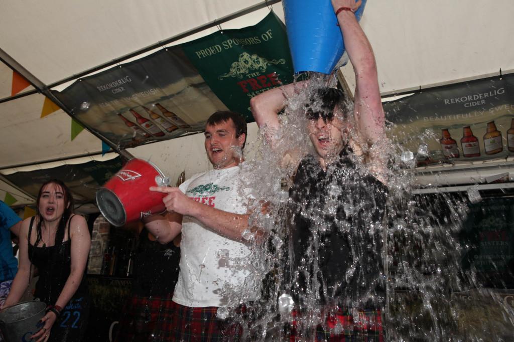 25 AUG Three sisters Ice Bucket challenge Resized-6703