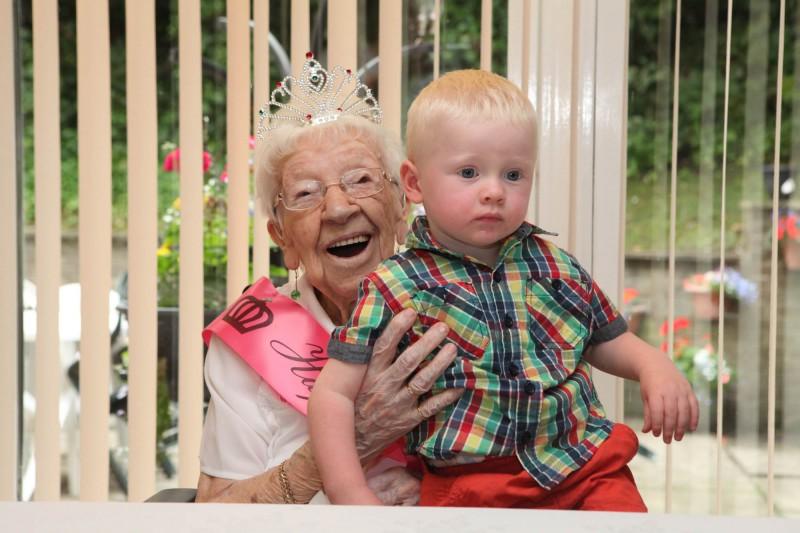 PR photos from Meg melvin's 108th Birthday at Bield's Dundas Court
