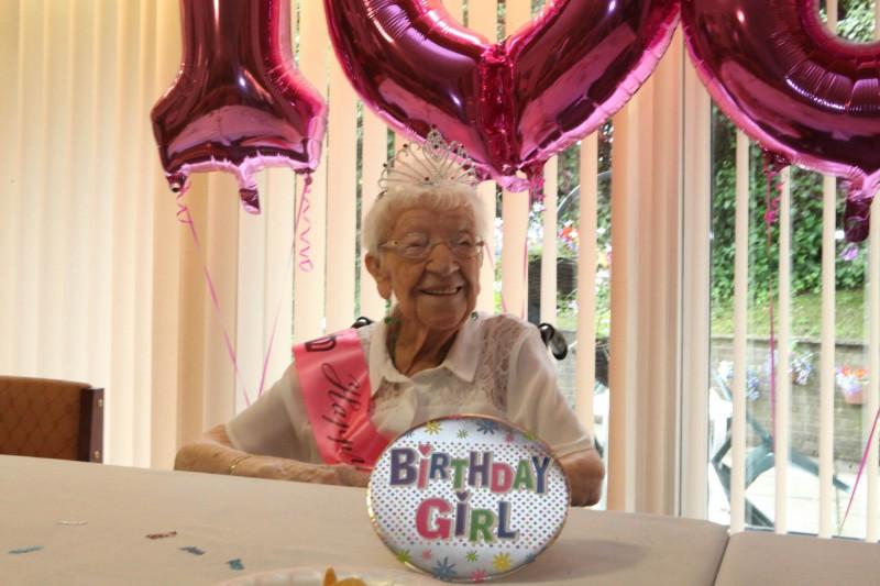 Bield Meg melvin 108th Birthday Dundas Court-6155