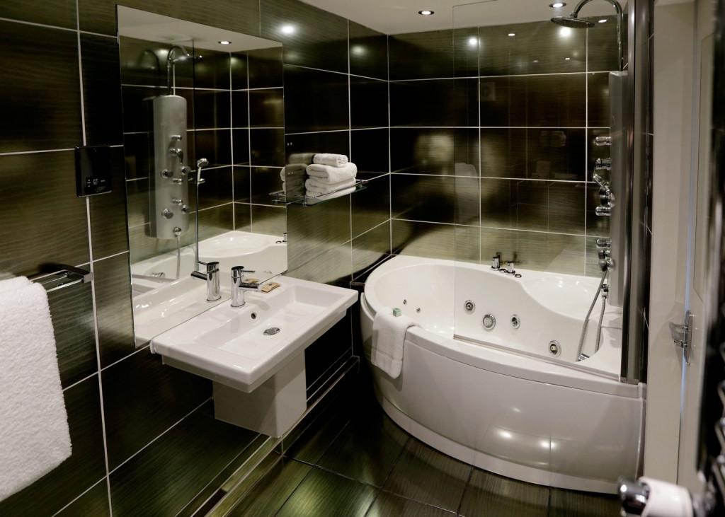 Hotel PR photograph of a modern bathroom at Nira Caledonia