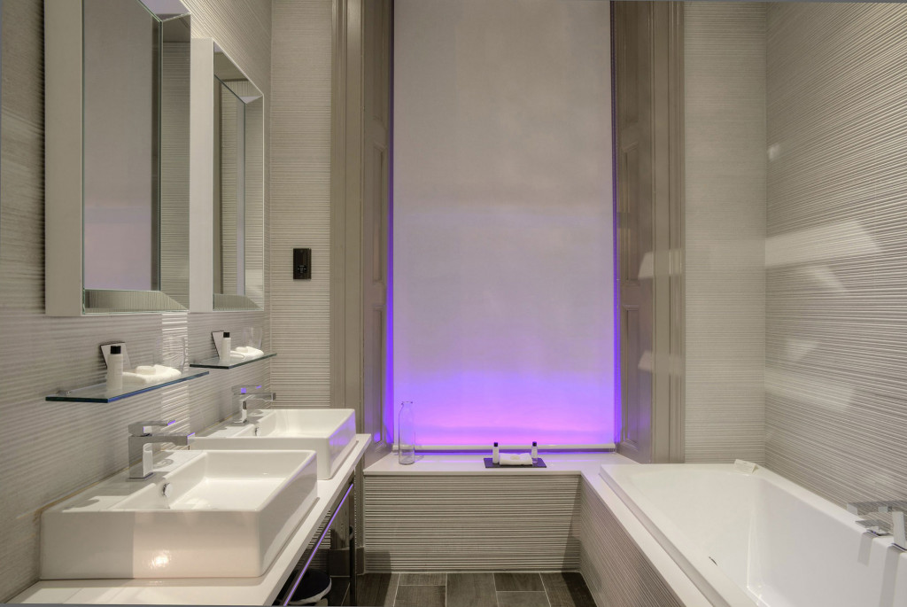 G1-Resized-for-Web-Murrayfield-House-Bathroom