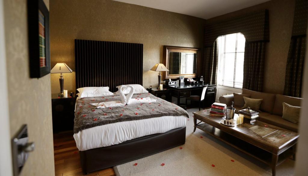 Hotel PR Nira Caledonia romantic bedroom