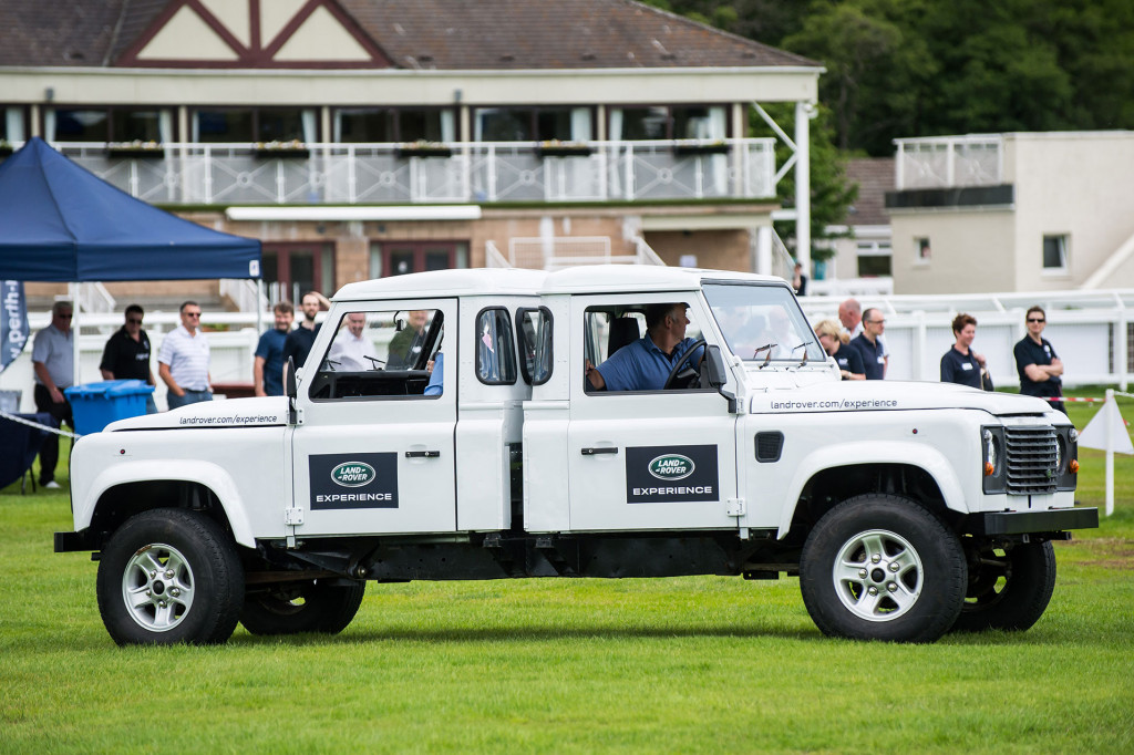 Perth-Racecourse-Land-Rover-Event-photos-for-web-use-2