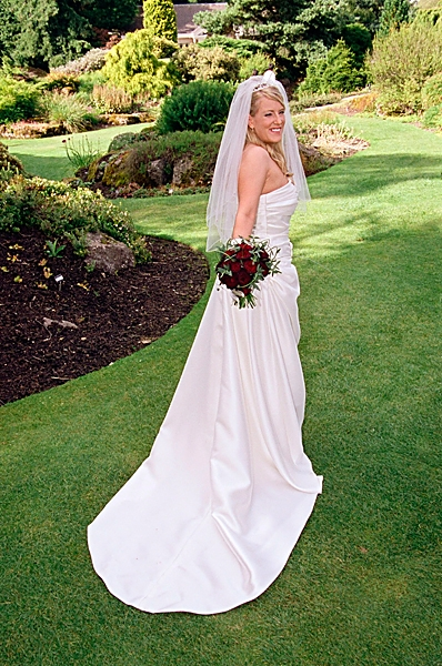 Bride Rachel Finlayson spent £4000 o cosmetic dental treatment before her wedding